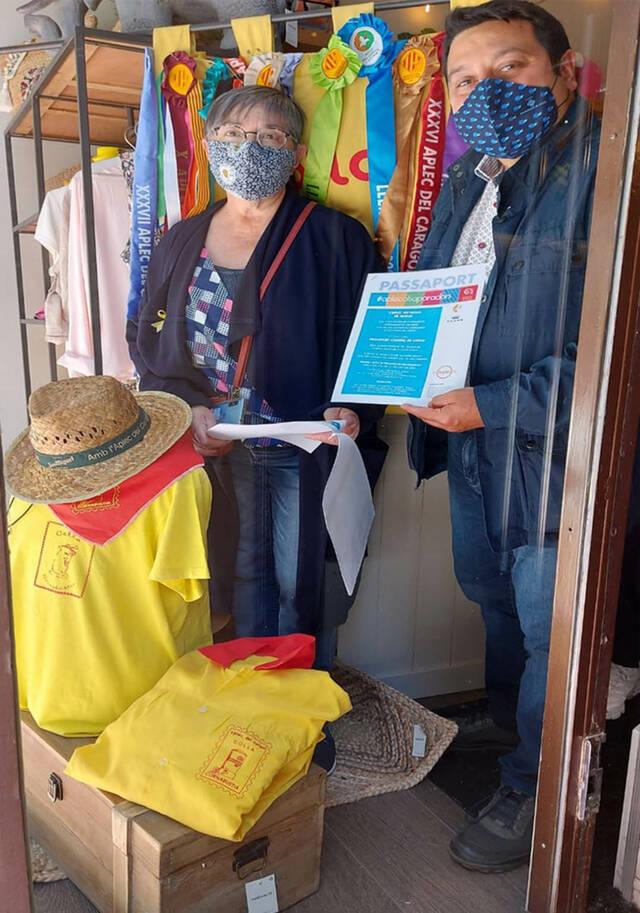 'L'Aplec als Aparadors' exhibeix l'uniforme de 71 colles a 142 establiments de Lleida