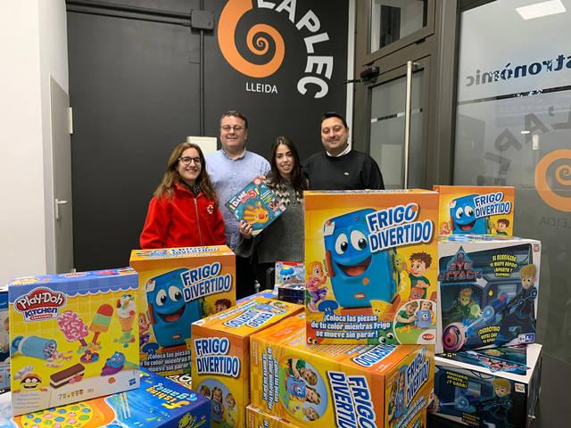 Les colles de l'Aplec donen 50 joguines per la campanya de Nadal