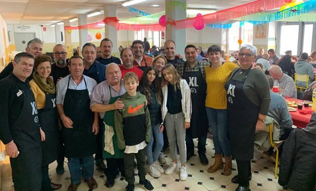Les colles de l'Aplec inauguren el Nadal amb un dinar solidari per a les persones ateses per Arrels