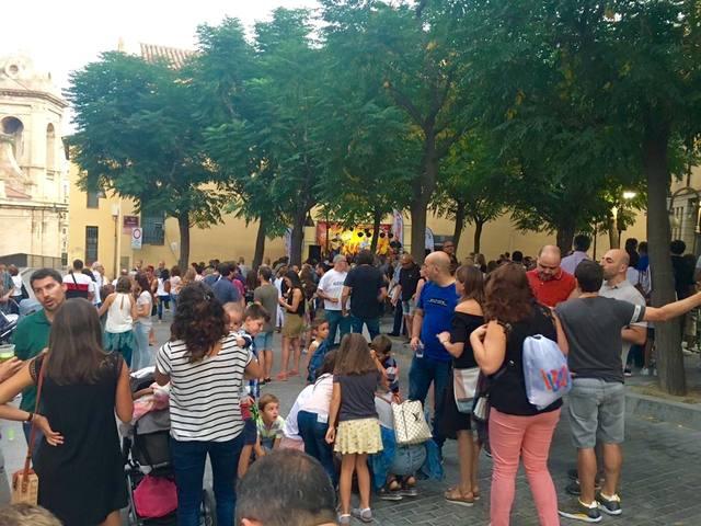 El Obert del Centro Hisórico, en la Fecoll, reune centenares de leridanos a ritmo de garrotines y caracoles