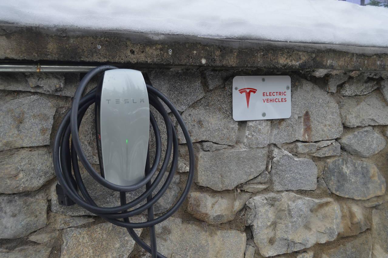 Arties: prumer pòble europèu qu'incorpòre punts de recarga entà coches electrics