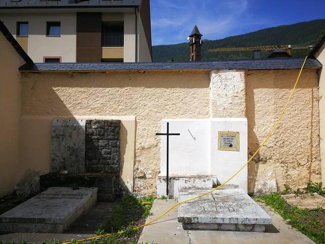 Er Ajuntament de Vielha e Mijaran realize trabalhs de mantenement e conservacion d'ua part des murs deth cementèri de Vielha