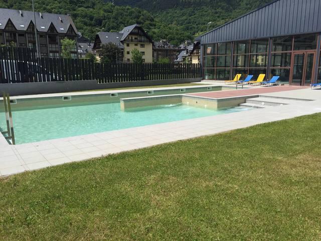 Era piscina exteriora deth Palai de Gèu de Vielha ja ei dubèrta ath public