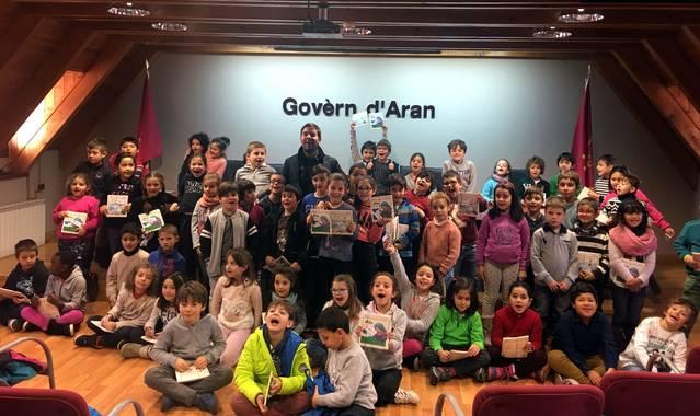 Es alumnes de 2au de primària dera Escòla Garona visiten eth Conselh