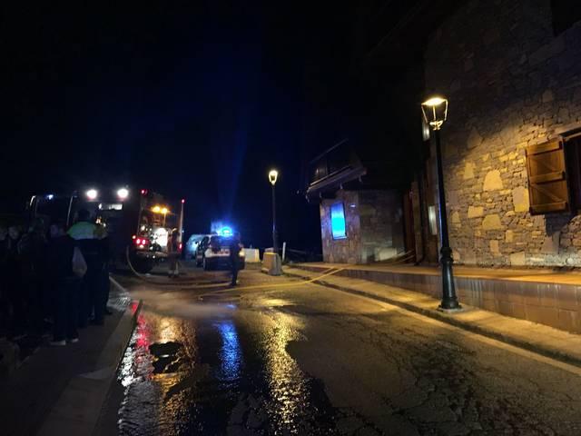 Pompièrs d'Aran demòrte un huec en Gausac sonque damb damnatges materiaus