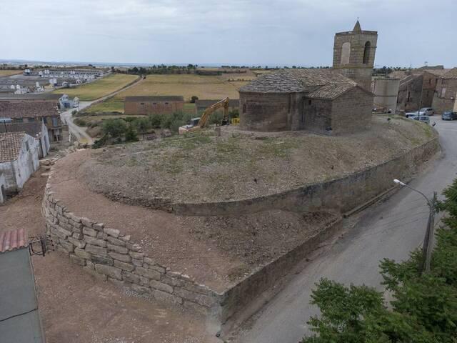 Acaben les obres al mur que envolta Sant Esteve de Pelagalls