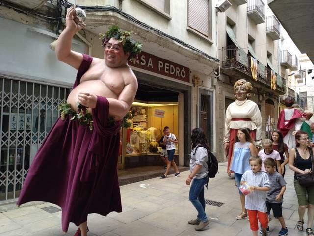Arrenquen els Capvespres a la Romana a Guissona amb cercavila i teatre