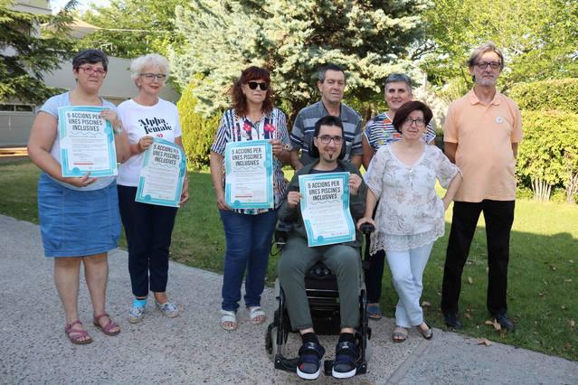 Campanya per millorar l'accessibilitat de les persones amb discapacitat a les piscines