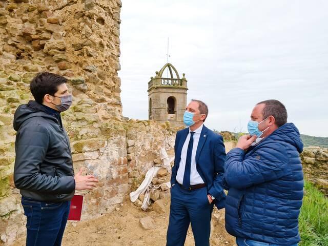 El subdelegat del Govern visita la torre del castell de Lloberola