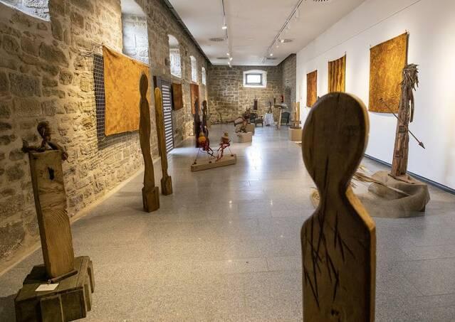 Exposició d'escultures i quadres al castell de Concabella