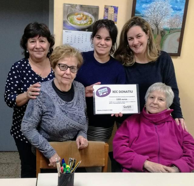 L'Associació de Dones 'Nèvia' de Guissona dona 1.205,00€  a l'Associació 'Refem' de Lleida