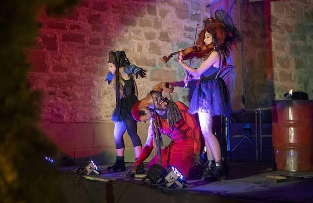 Les bruixes inauguren la 45a Isagoge