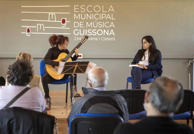 Maria Ribera presenta la biografia d'Emili Pujol a Guissona