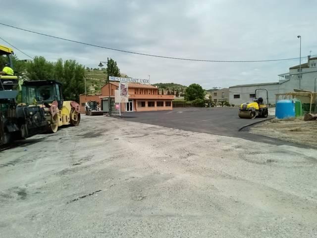 Nou asfaltat a l'entrada de Les Oluges, un dels punts més transitats del municipi