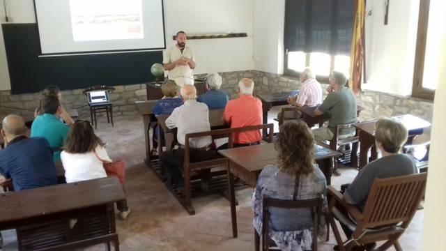 """Una trentena de persones a les """"Maletes de Coneixement"""" de Sant Guim de Freixenet i Sant Martí de la Morana"""