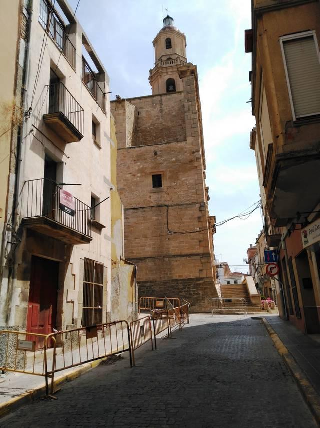 A punt de finalitzar l'enderroc de l'immoble del carrer Carnisseria de les Borges