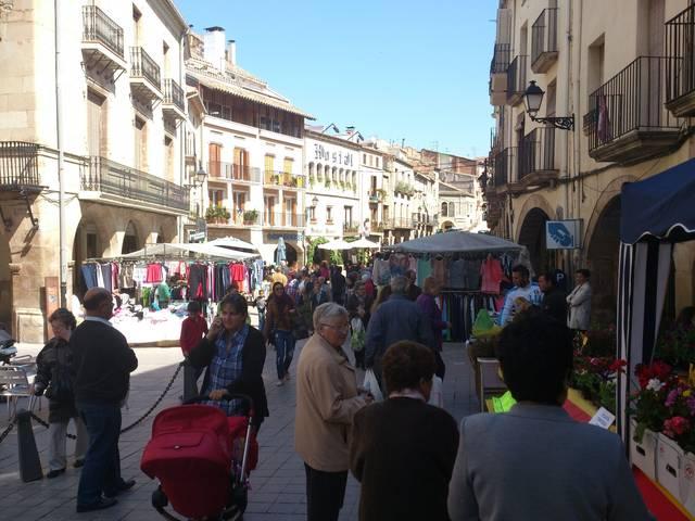 Descomptes de fins al 60% al mercat d'últimes rebaixes d'hivern a les Borges