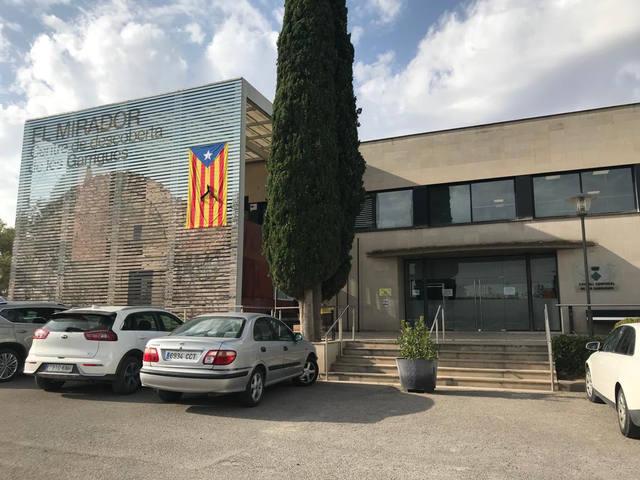 El Consell Comarcal tanca portes en resposta a la sentència