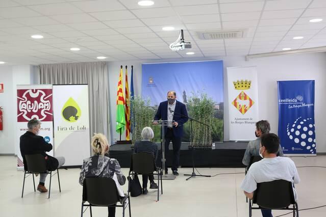 Entreguen 1.300 oliveres solidàries als municipis garriguens afectats pels indendis i els aiguats