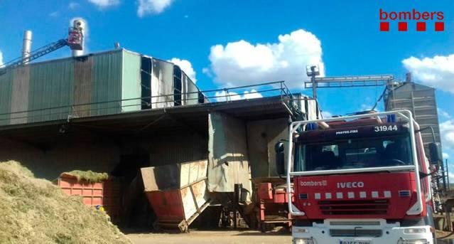 Incendi en un magatzem de farratges a Juneda