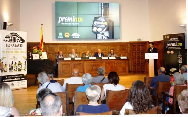 L'Oli Extra Verge de la Cooperativa de Juncosa presenta a l'IEI els dos premis rebuts als concursos més prestigiosos d'Europa i Àsia
