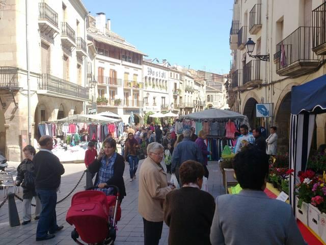 Mercats de rebaixes i de segona mà,  dissabte 1 de febrer a les Borges