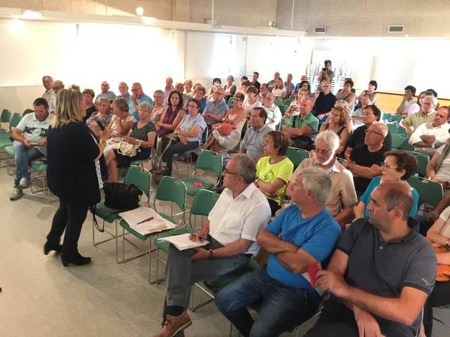 Ramona Barrufet plena la Casa de la Cultura de les Borges per explicar les garanties del referèndum