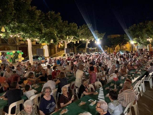 Rècord de participació al sopar solidari contra el càncer a Castelldans