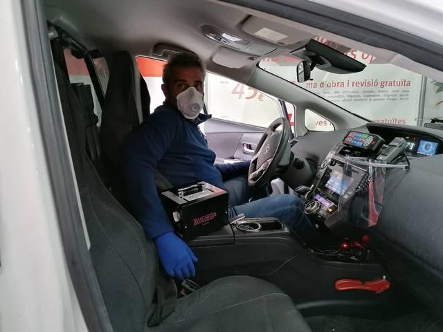 Un taller de Mollerussa desinfecta cotxes de primer servei