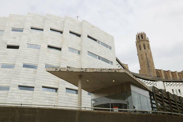Demanen 9 anys de presó per a cinc acusats d'estafar 15.000 euros amb targetes, falsificades a Lleida i el Pla d'Urgell