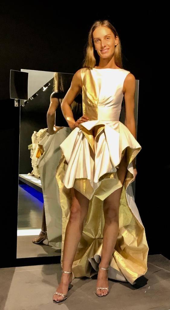 El Concurs de Vestits de Paper lluirà una reproducció en paper d'un disseny de Miquel Suay, qui serà jurat