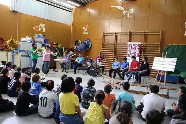 """El """"Equipo Ja"""" el grup musical de l'ACUDAM actua a l'Escola Pardinyes de Lleida"""