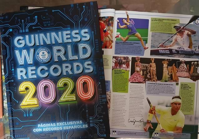 El llibre del Guinness World Records ja recull la fita d'exhibir 500 vestits de paper el Teatre L'Amistat
