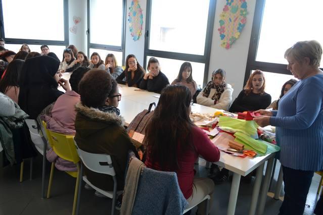 El Museu de Vestits de paper renova l'oferta educativa