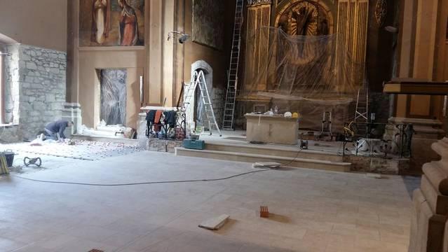 El nou paviment de l'església de Golmés, a mitjans de març