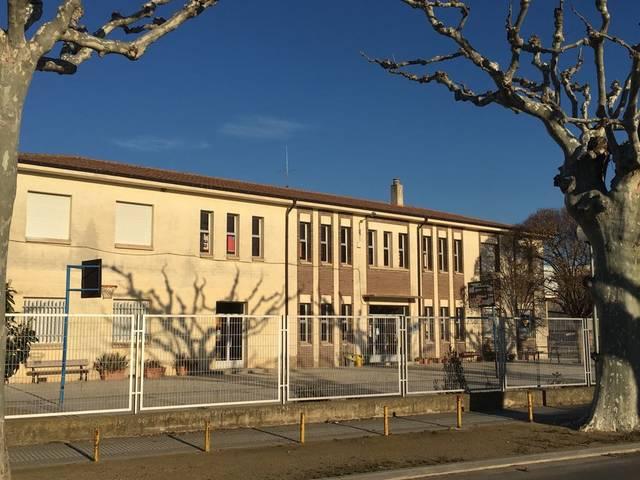 El Palau d'Anglesola millora la imatge exterior de Les Escoles