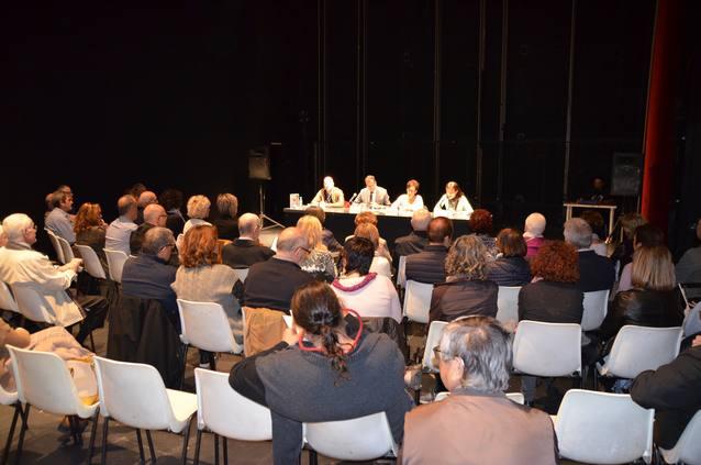 El Teatre L'Amistat acull la presentació del llibre 'Tardes de bar' de l'autora local Helena Rufat