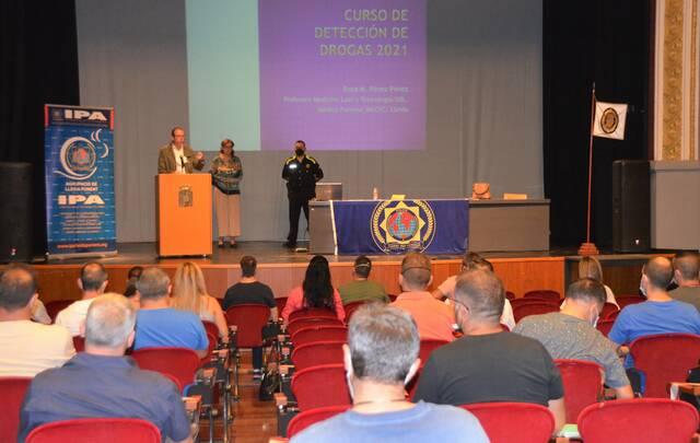 El Teatre L'Amistat ha acollit un curs de capacitació per agents policials sobre detecció de drogues i alcohol