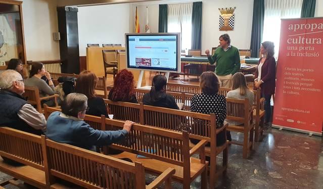 El Teatre L'Amistat se suma a la iniciativa 'Apropa Cultura' i la difon a les entitats socials del municipi