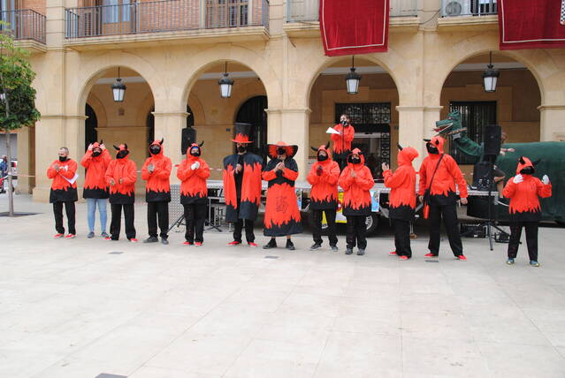 Espectacle de foc i guerra d'aigua per la revetlla de Sant Joan a Mollerussa