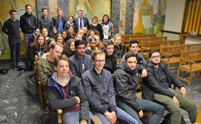 Estudiants holandesos, d'intercanvi amb l'INS La Serra, visiten l'Ajuntament de Mollerussa