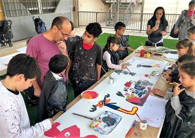 Gusti dóna el tret de sortida al cicle de la biblioteca de Mollerussa per potenciar la il·lustració entre infants i adults