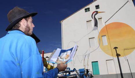 Ivars d'Urgell converteix les aus de l'estany en art urbà