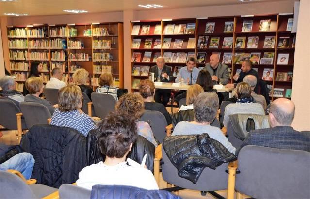 """Jaume Aubanell presenta """"La coquessa"""" a la biblioteca de Mollerussa"""