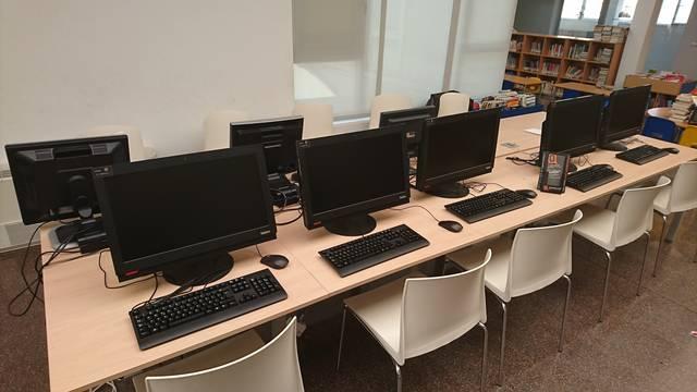 La Biblioteca de Bell-lloc es renova amb 5 nous ordenadors