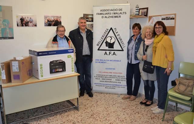 La Colla dels 50 i més lliura els donatius solidaris a dues associacions de Mollerussa