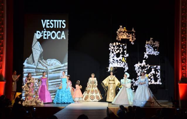La consellera d'Empresa i Coneixement presideix el 55è Concurs de Vestits de Paper que té 85 participants