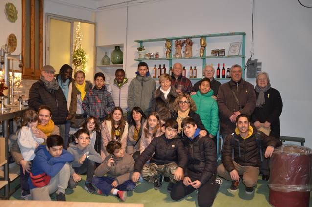La fàbrica Badia Vinagres, punt d'inici del projecte de relació entre l'Espai Jove Intercultural i el Casal d'Avis
