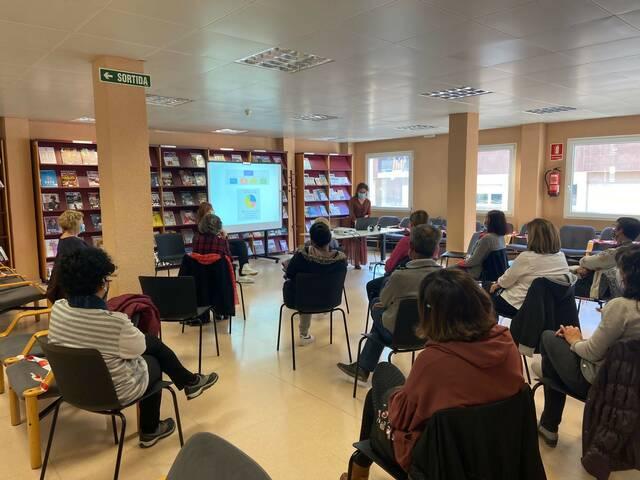 La salut emocional i recomanacions i estratègies per a gestionar-la, en una xerrada a la biblioteca