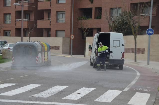 L'Ajuntament intensifica la neteja de la via pública amb productes desinfectants